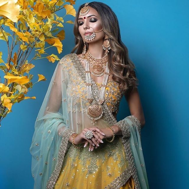 Stunning looks created by the LRA team with our very own Heritage Jewels // Call +44(0)7931 999111 to Complete Your Look or visit our Online Store ✨ —  CC: @zafshabir / @thecactusagency / @neeru.randhawa / @zahraakx / @bibildn / @theirfanproductions / @kasumshaffi / @thereallubnarafiq / @uzma.rafiq.hairstylist / @azbahali / @zarahedwin  #regalbrides #indianjewellery #makeup #weddingset #indianjewellery #bollywoodbridal #beauty #desiwedding #heritagejewels #bride #couture #asianbridal #bridalinspo #weddinginspo #bollywood #jewelleryinspo #photoshoot