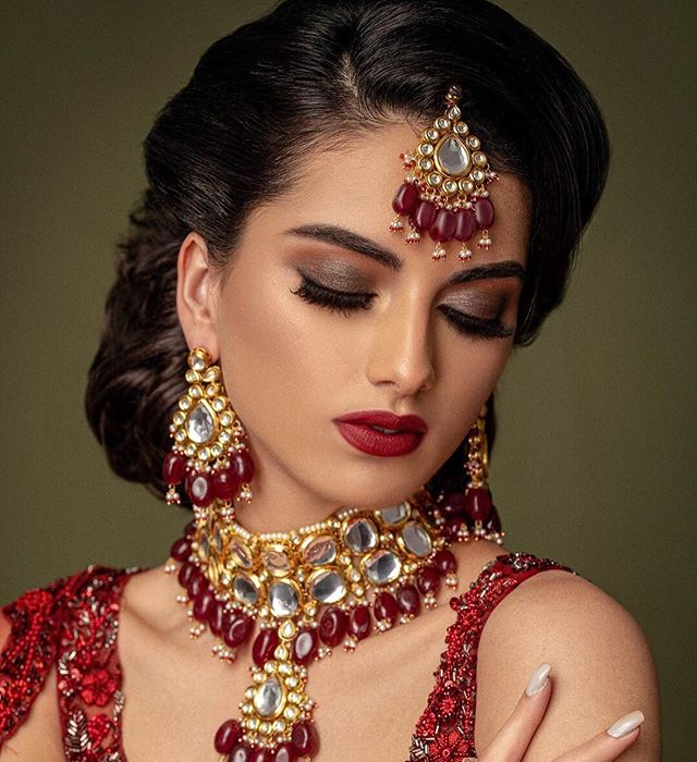 """An outfit without jewellery is like a cupcake without frosting."" CC: Photography @omjphotography  Model @sashaaavx  Hair @sadia.sohail  Makeup @glam_by_js  Outfit @bibildn"