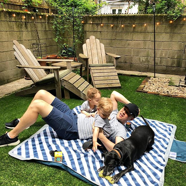 Upper West Side backyard living! Not our yard, or our dog, but we can dream 😋