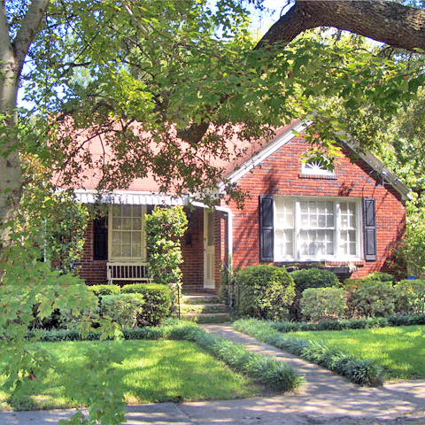 ***   2BD | 1BA | 900SF   • • •  Bungalow with fenced backyard in Byrnes Downs.  • • •   Unfurnished