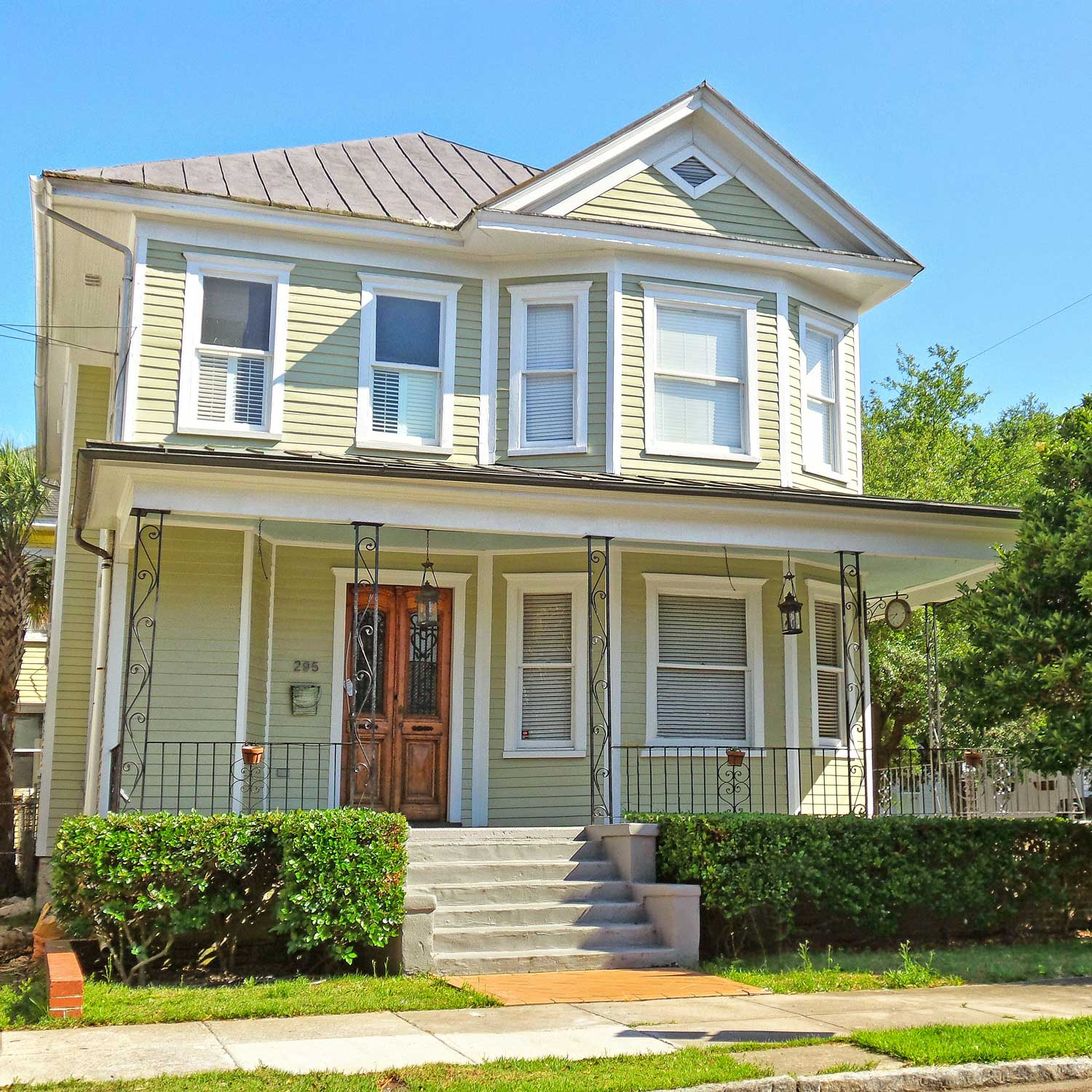***   2BD | 1BA | 1200SF   • • •  Sophisticated apartment in renovated 1920s duplex.  • • •   Unfurnished