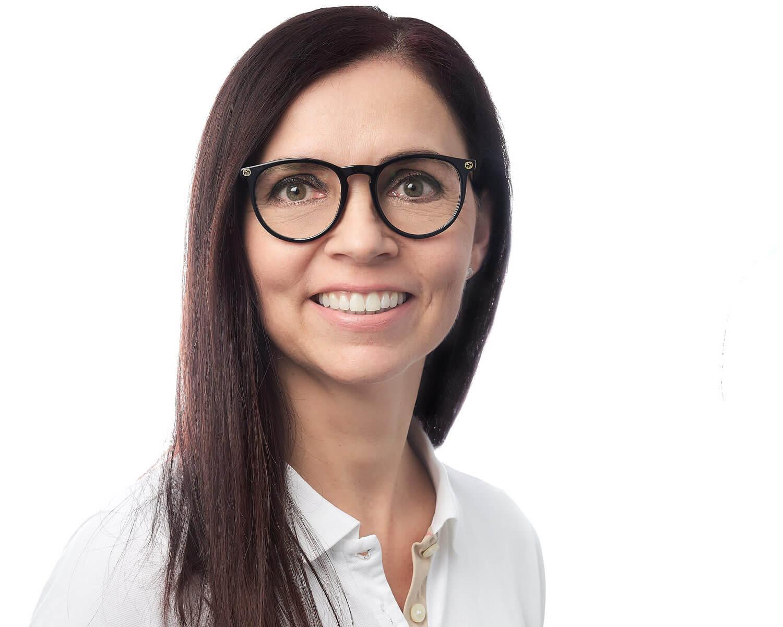 Dr. med. dent. Vivien Dudic Flühler Fachzahnärztin für Kieferorthopädie (CH) und Gründerin von KIEFERORTHO EINSIEDELN ist bestrebt, das bestmögliche Resultat ihrer    kieferorthopädischen Behandlung    zu garantieren.