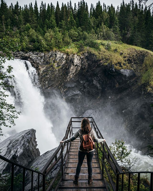 """ We tend to overestimate what we can do in a day, but underestimate what we can do in a year"". My birthday road trip is finally on YouTube including some of my favorite waterfalls and spots in Sweden. This moment here in the photo was one of my favorite ones. The road trip was amazing and it was a wonderful birthday but the most important part is what the journey represent. This video, sure it's a road trip video, but most importantly a health update video to share what one year of dedicated work can do. What one year of not giving up can result in. I had lots of failures and fears, lots of struggles and wanting to give up. The reason why I am here now is not that it was a perfect journey towards my end goal. It was that I never gave up trying no matter how many times I failed or fell over. 🙏🏻❤️ the link to the video is in the description if you want to have a look. ☺️😘"