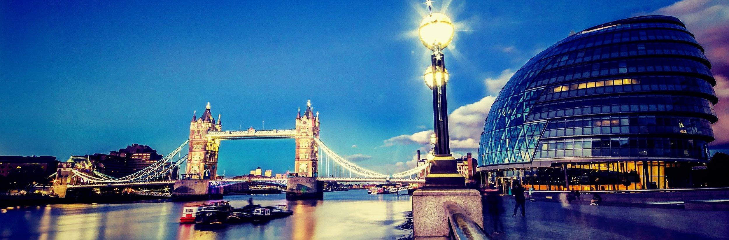 london_architecture-wallpaper-2560x1600_Fotor.jpg