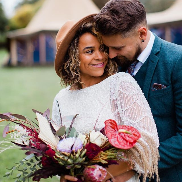 I have so many amazing pictures to share of this tipi shoot 😍 I can't even tell you what a difference it makes to have a real life couple who are as bang in love as these two 🖤 The dress was something else @freefanni had this dress hand made for her December wedding and it was absolutely STUNNING 💥 . . . 📸 @natalieevans_photography  FLOWERS + STYLING @2littlebirds_  VENUE @forestedgetipis  LOCATION @sheepdroveorganicfarm  MODEL @freefanni  JACKETS @trufflestitch + @beedaviesillustration  PROPS @sadlerswoodhouse + @2littlebirds_  CAKE @sugarlily_cakery  MACAROONS @brindleandbaymacarons DRESS @katrinemikkelsenlondon