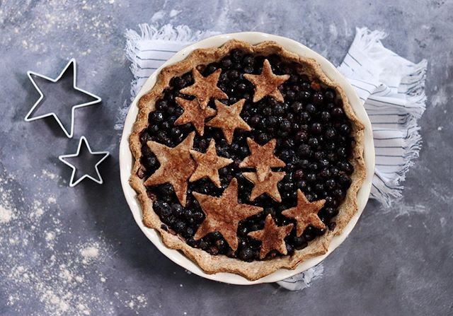 There's nothing better than a fresh fruit pie made from scratch and this is the PERFECT quick and easy 4th of July dessert: a fresh blueberry pie with whole wheat crust. This simple recipe with a healthy twist is a classic you can make all summer long!  Blueberry pie has to be my all time favorite fruit pie to eat and make. For this recipe, you can skip the peeling, pitting, and general time-consuming tasks of other fruit pies. You just mix and dump the filling, and it's ready to bake. Link in bio! . . . #gatheredandglazed #wholewheatpie #pie #pierecipe #fourthofjuly #4thofjuly #veganpie #vegandessert #dessertrecipe #fourthofjulypie #vegantreats #veganfoodshares #4thofjulyweekend #f52farmstand #food52 @food52 @food52photography #4thofjulydessert #dessertgoals #veganinspiration #vegan #dessertideas #bakefeed @thebakefeed #veganeats #letscookvegan #feedfeedvegan @thefeedfeed.vegan #feedfeed @thefeedfeed #feedfeedbaking @thefeedfeed.baking @thrivemags #thrivemags