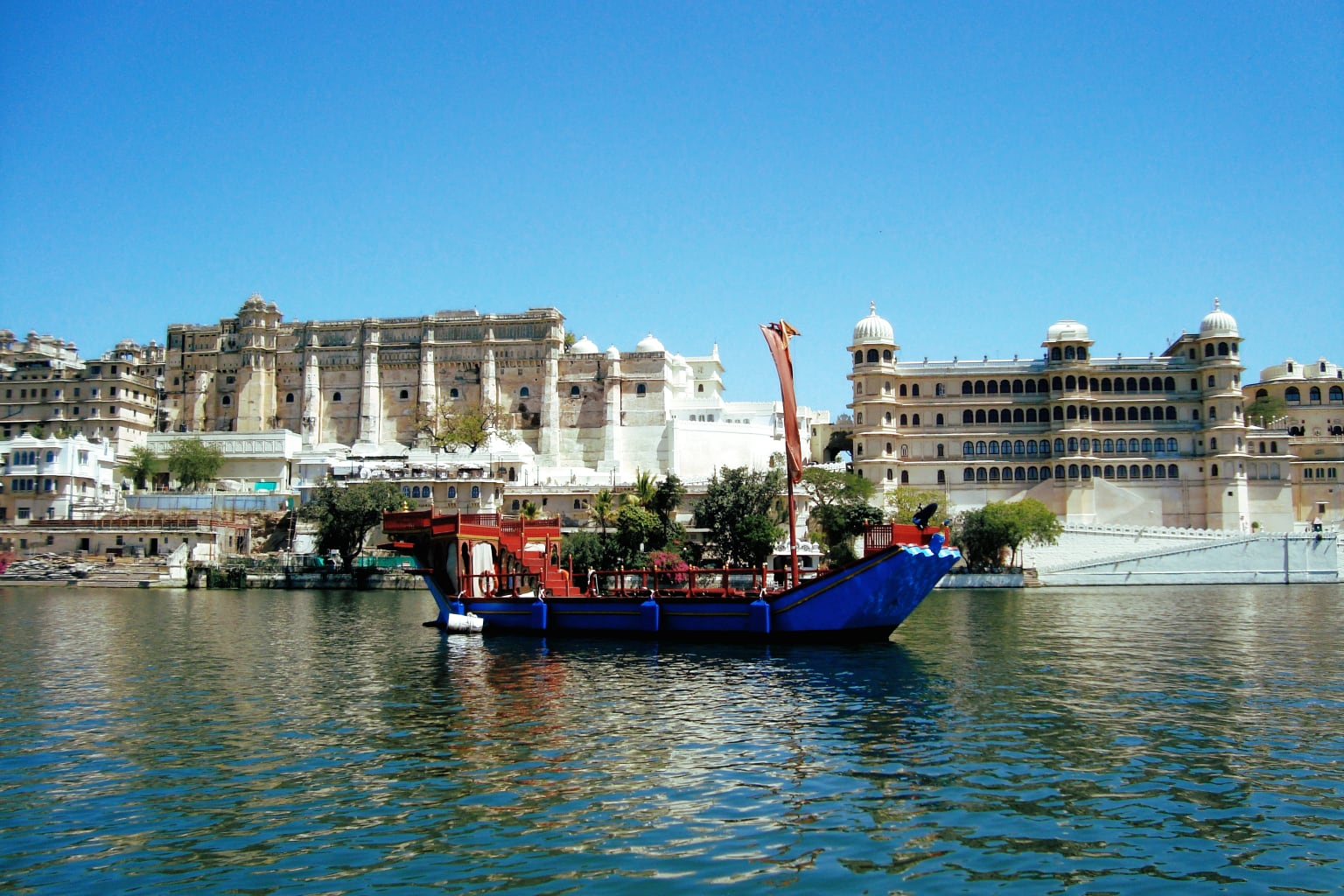 City Palace of Udaipur, India.jpg