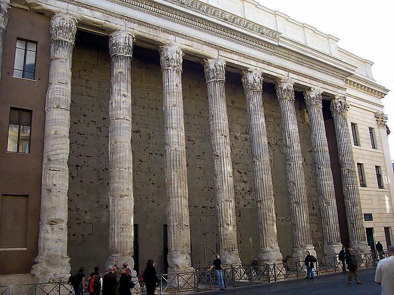 Il tempio di Adriano a Roma, Italia