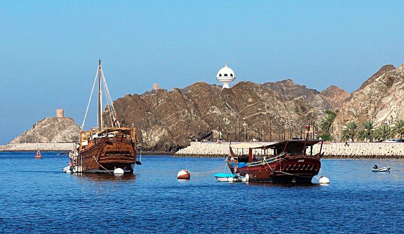 Dhow tradizionali a Muscat, Oman, Medio Oriente.