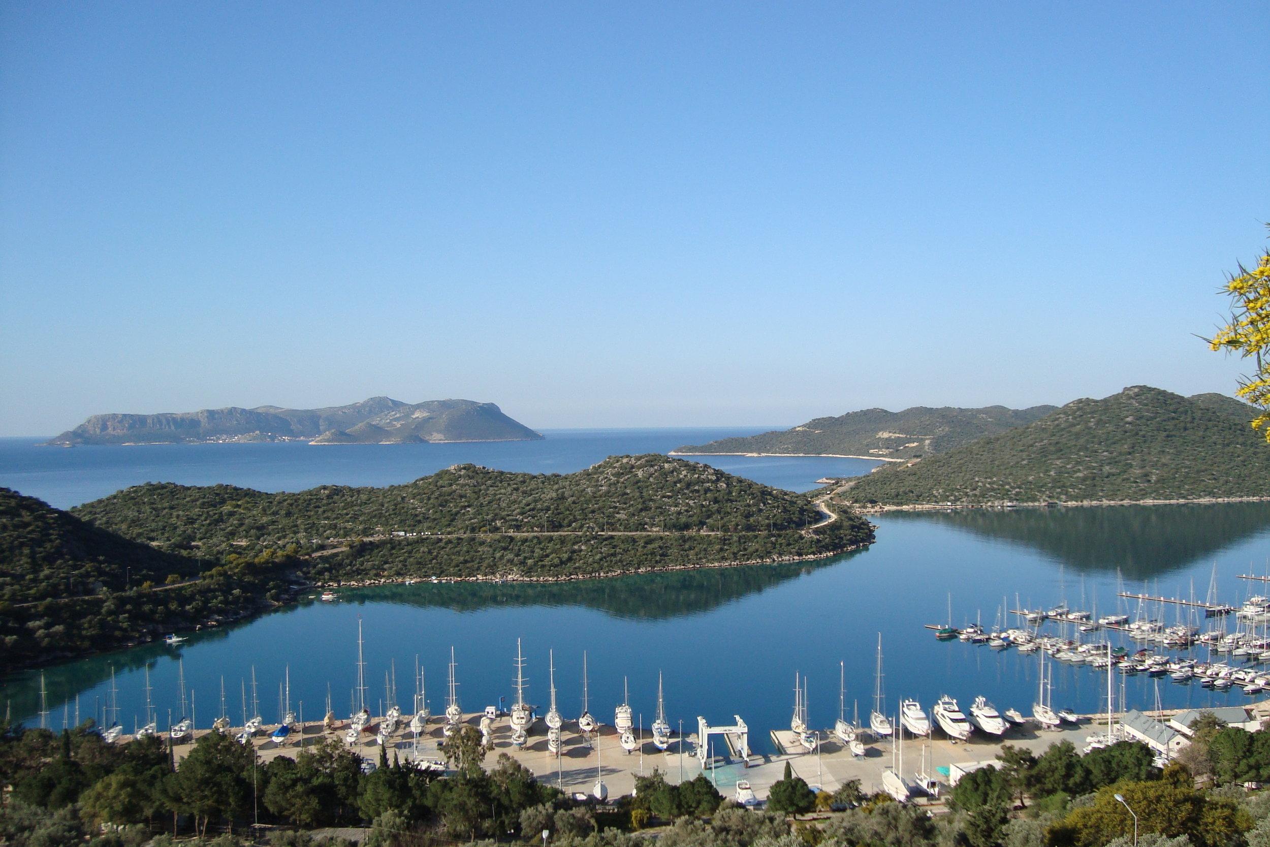 Vista di Castellorizo dalla costa turca