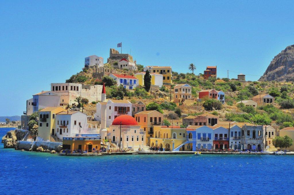 Il porto di Castellorizo nel Dodecaneso, Grecia