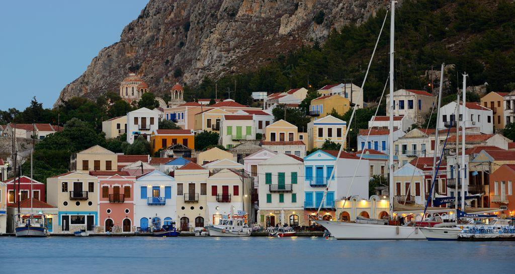 Vista del piccolo porto di Castellorizo nel Dodecaneso, Grecia