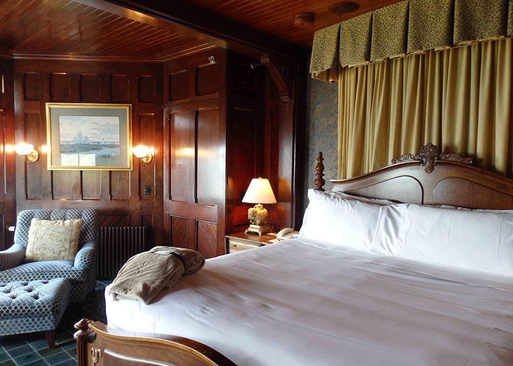 1-turret-suiteLowerLevelCastle-Hill-Inn.jpg