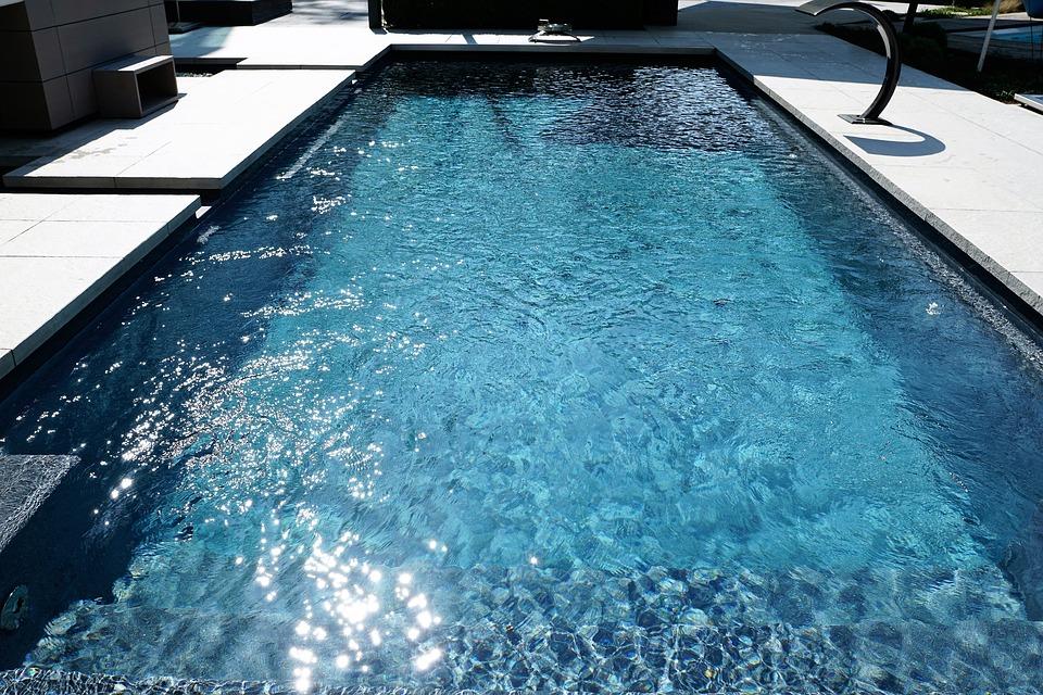 swimming-pool-2235890_960_720.jpg