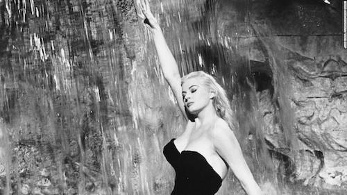 Sylvia in the landmark Trevi Fountain sequence.