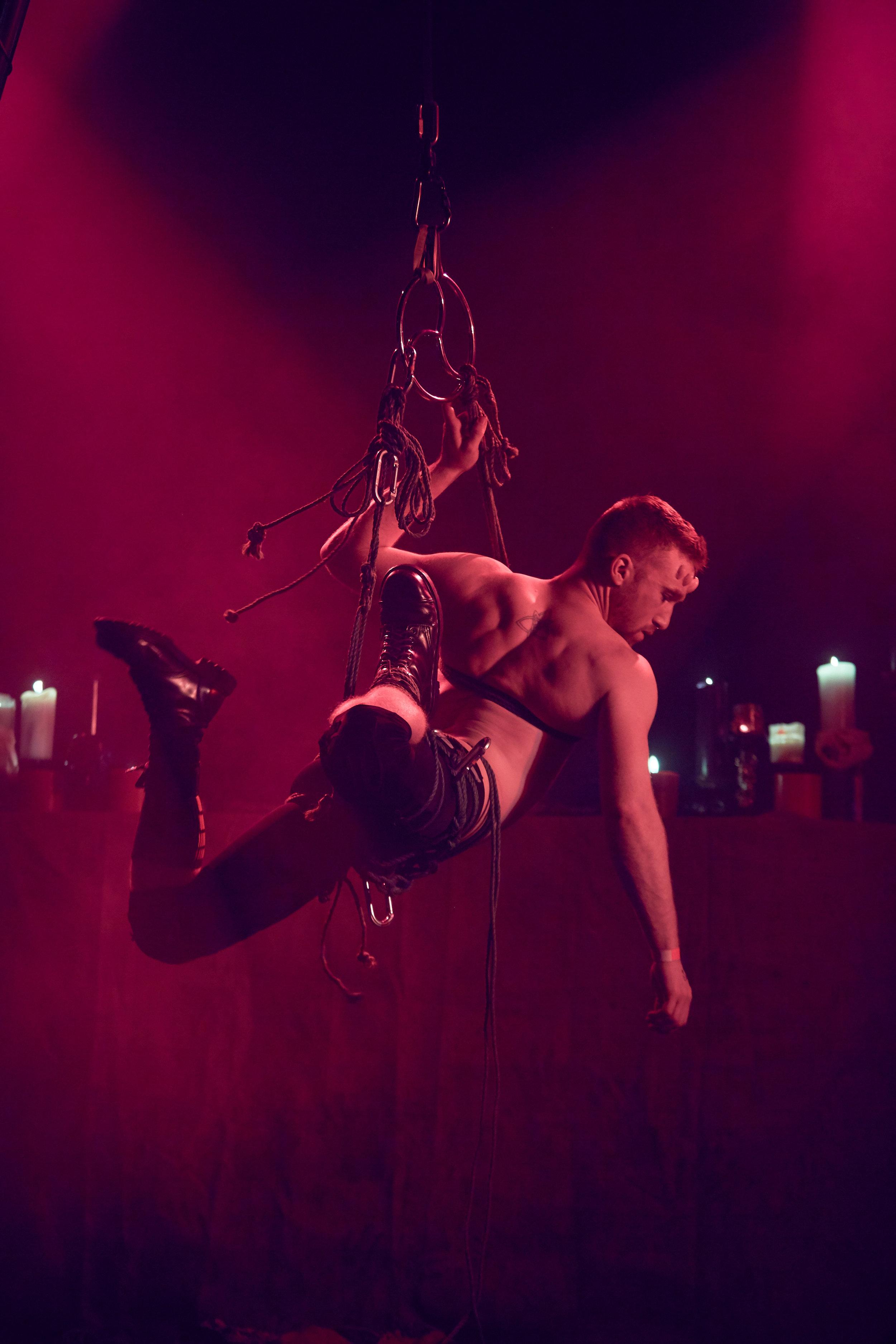 rope suspension/shibari