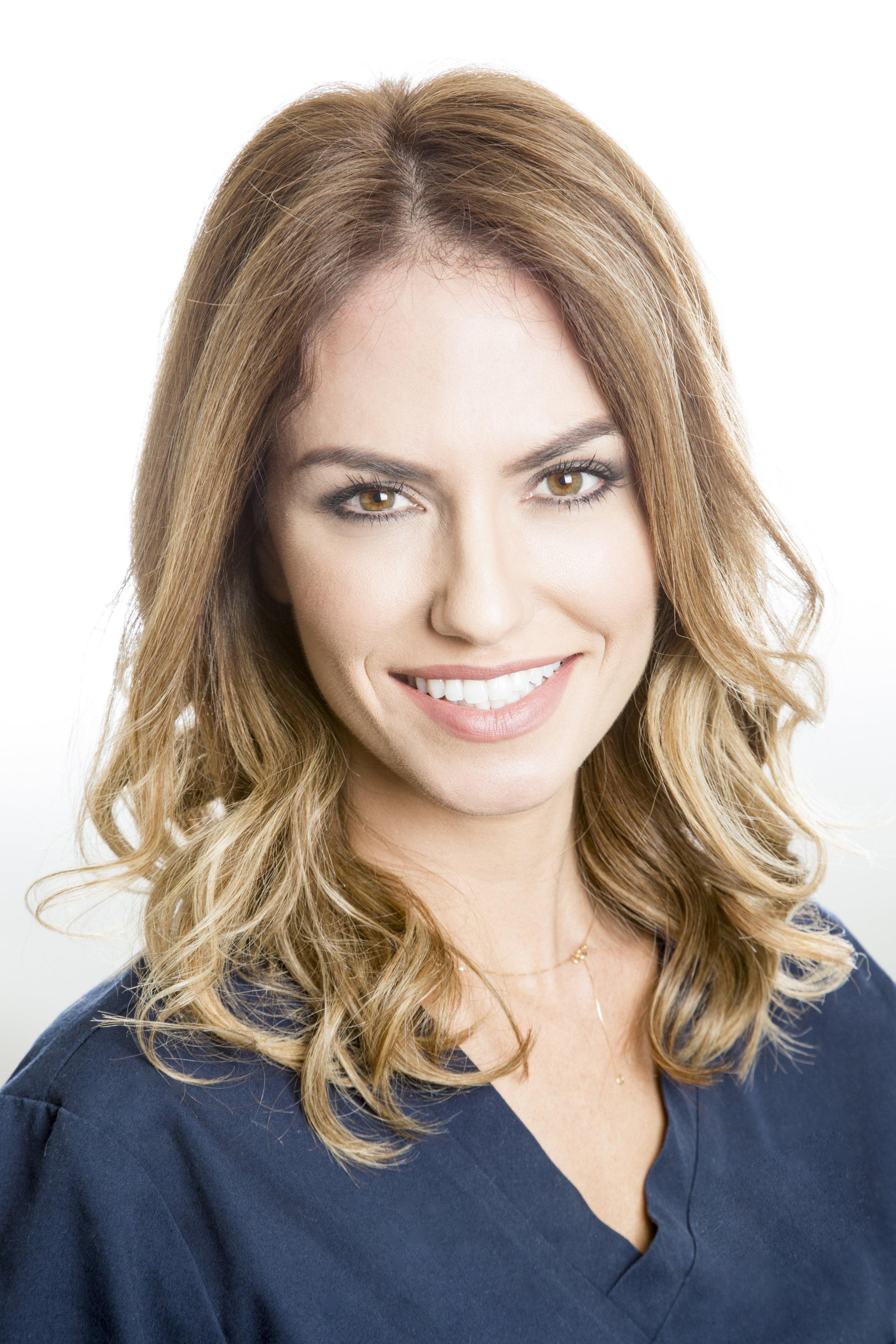 Dr Julia Bernardo BDS