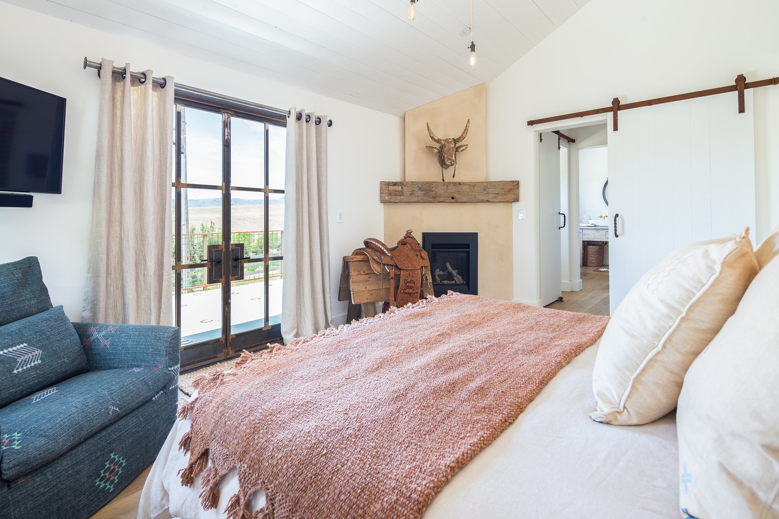 Rooms - Each room is uniquely designed with cohesive materials, curated from all over the world. TWO OF THE ROOMS HAVE QUEEN BEDS WHILE THE MASTER has A CALIFORNIA KING. ALL BEDS ARE MADE UP WITH PLUSH BELGIUM LINEN SHEETS AND duvets. All three of MarFarm's Bedrooms are outfitted with their own fireplace, ensuite bath room and smart HDTv.