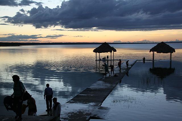LakePetenItza640.jpg