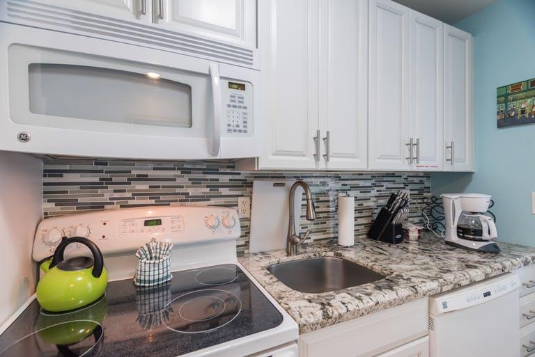 lazy-lane-cottages-key-west-kitchen.jpg