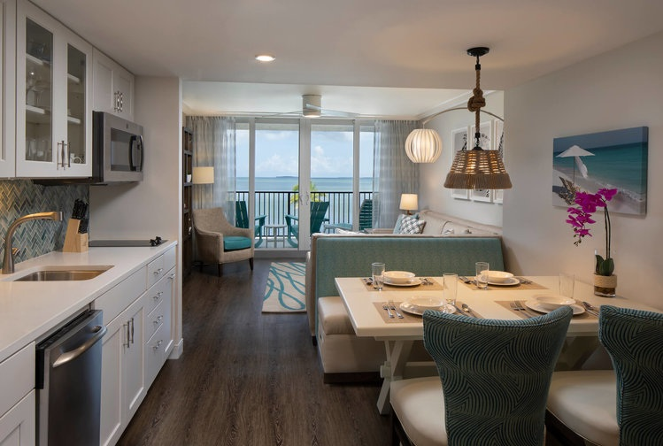 one+bedroom+deluxe+king+ocean+view+suite+1.jpg