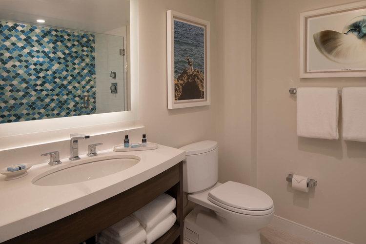 one+bedroom+deluxe+king+ocean+view+suite+5.jpg