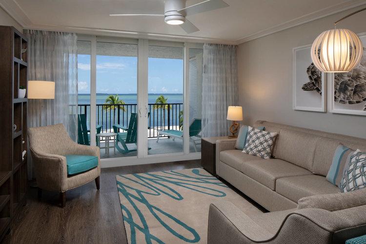 one+bedroom+deluxe+king+ocean+view+suite+3.jpg