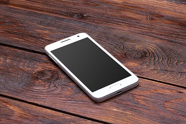 phone on wood desk 83769405.jpeg