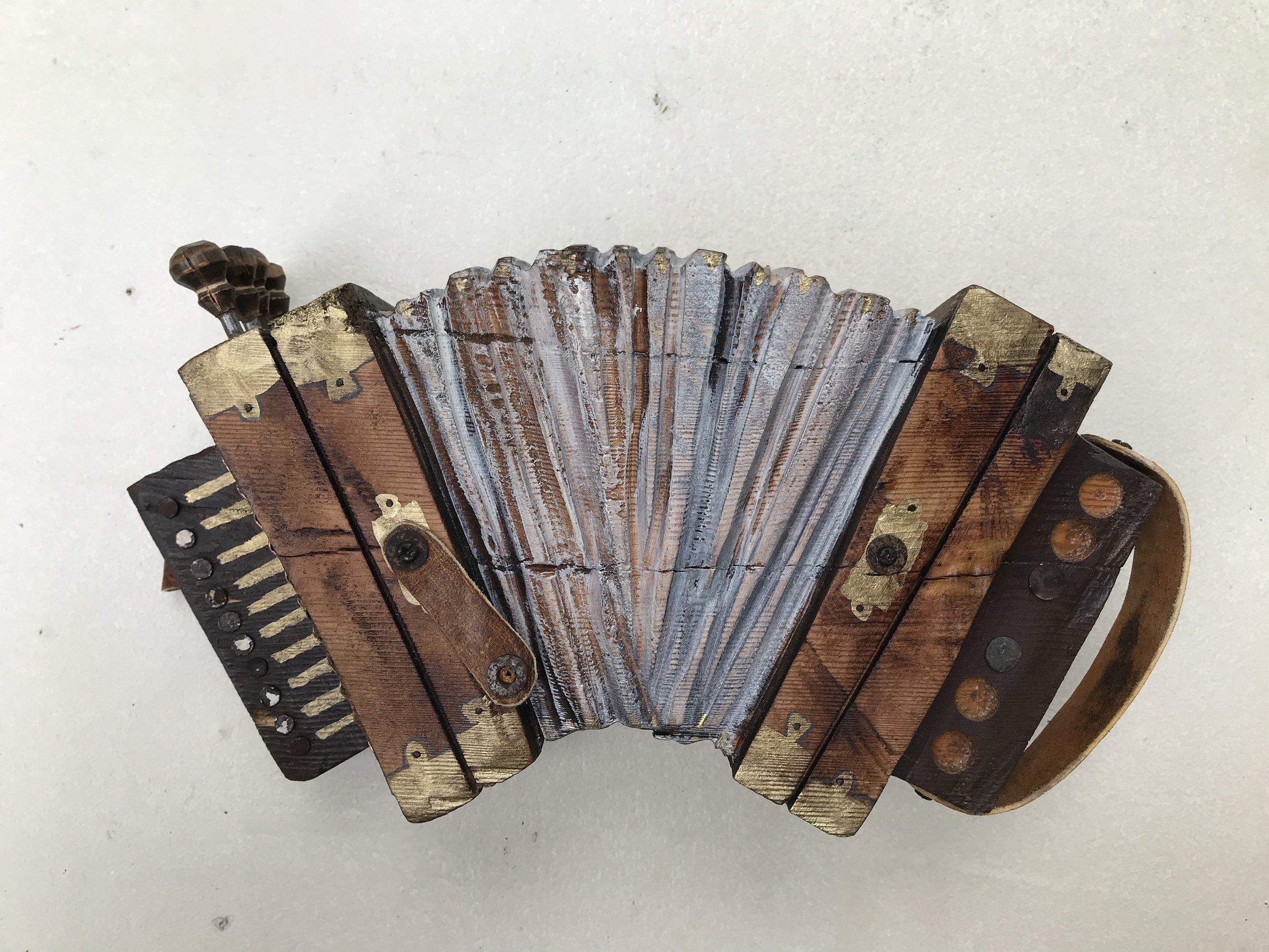 small accordion#2-04.JPG