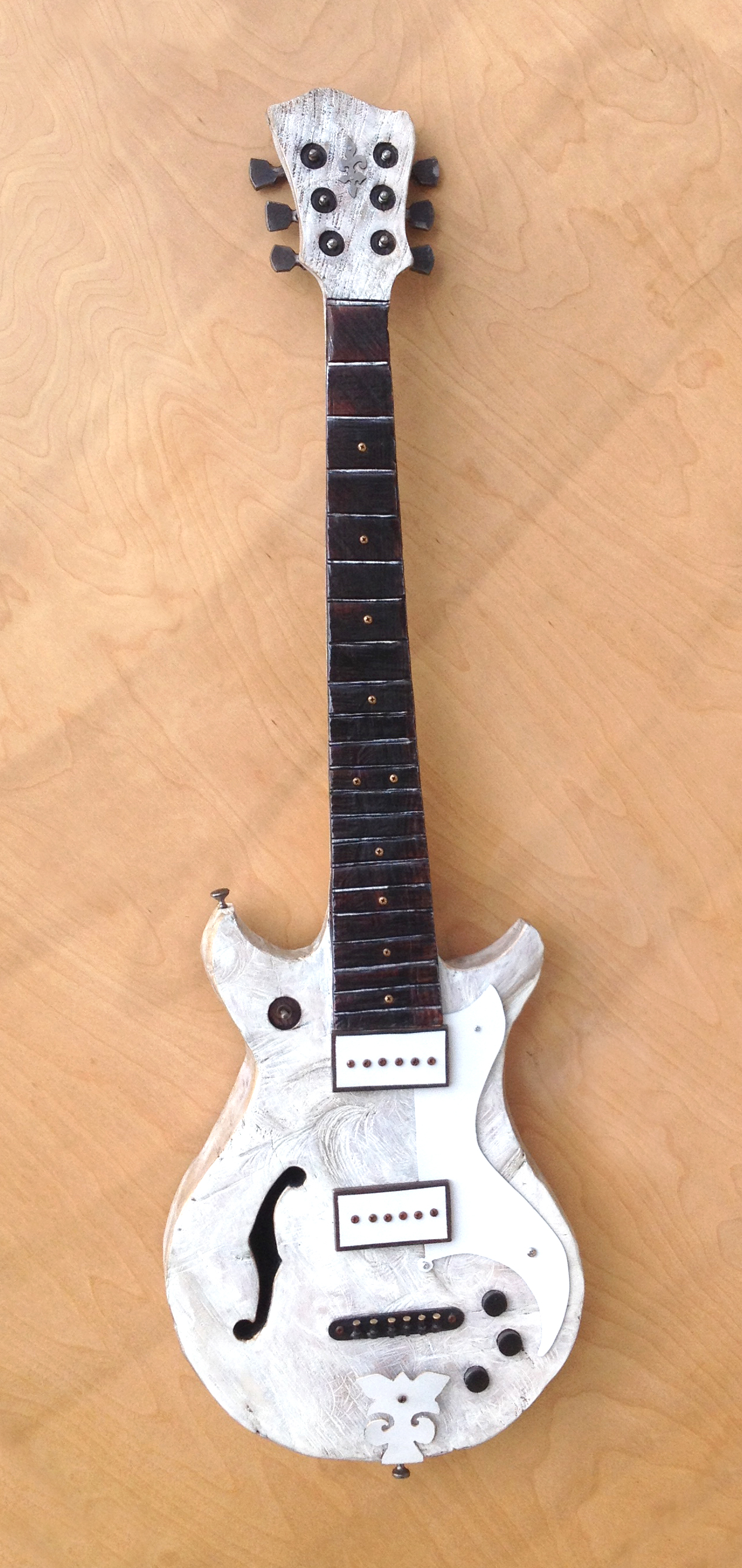white-fire-guitar-01_25923426574_o.jpg
