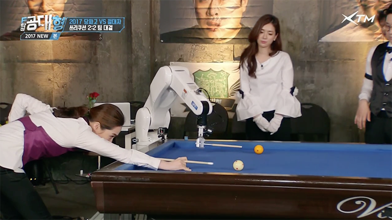 bank shot - human vs robot arm