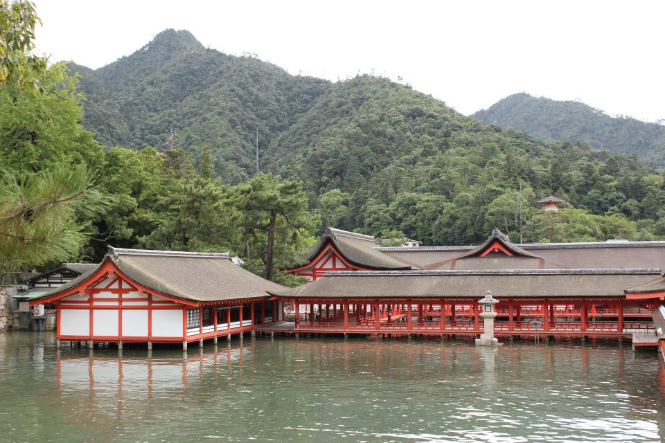 The present building of Itsukushima Shrine dates back to the 16th century.