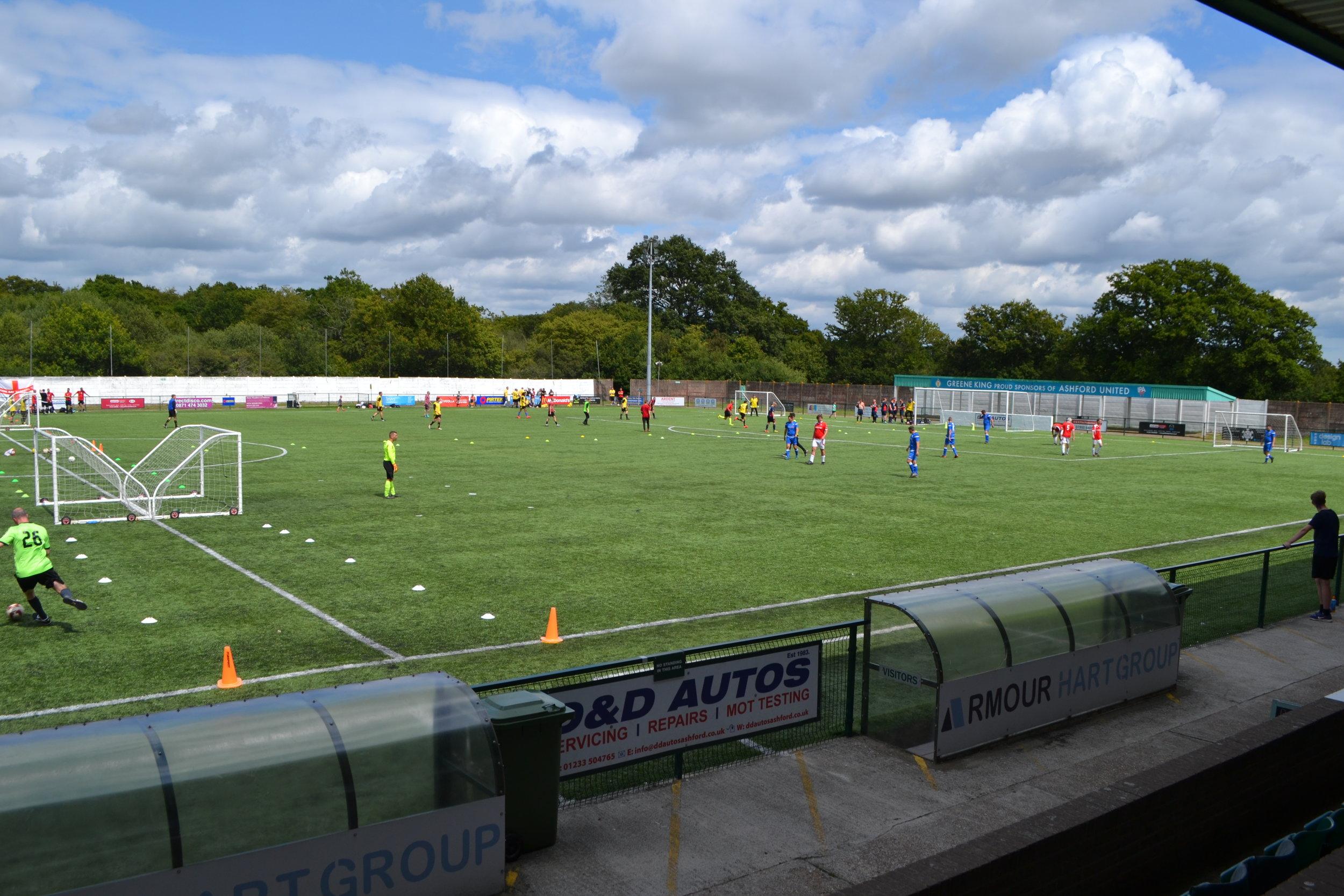 ASHFORD MONDAY - VENUE: Homelands (Ashford United FC)TIME: 8.00pm - 9.30pmCOST: £30.00 per Team per WeekLEAGUE MANAGER: Dan O'Donoghue