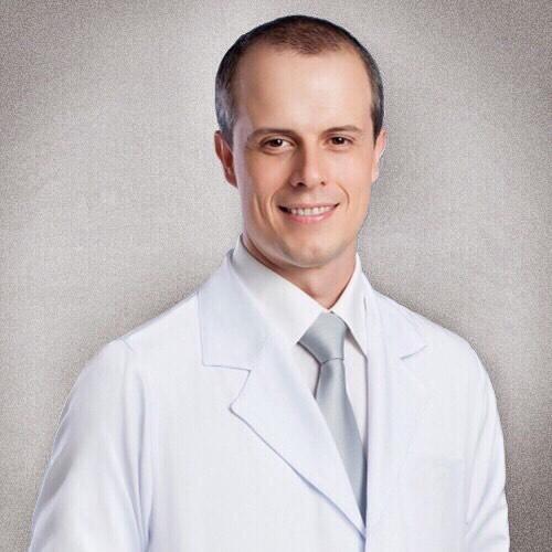 Dr. Luis Henrique de Castro Afonso  CRM/SP 121.961 - RQE 30.564/30.564-1  Médico com especialização em Neurorradiologia Intervencionista, com experiência no tratamento endovascular de diversas lesões vasculares cerebrais e da coluna como aneurismas, estenoses ou obstruções arteriais, malformações arteriovenosas, fístulas arteriovenosas e no tratamento emergencial do acidente vascular cerebral isquêmico agudo. Cursou medicina na Universidade Federal de Juíz de Fora. Realizou residência médica na USP de Ribeirão Preto, onde concluiu doutorado e pós-doutorado. Além da prática assistencial, também exerce atividades em pesquisas clínicas e de treinamento de residentes em neurorradiologia intervencionista.  Título de especialista em Neurologia - ABN/AMB. Certificado de área de atuação em Neurorradiologia Terapêutica - SBNR/CBR/AMB.  #neurorradiologiaintervencionista #AVC #estenose #angioplastia #embolização #aneurisma #neocure