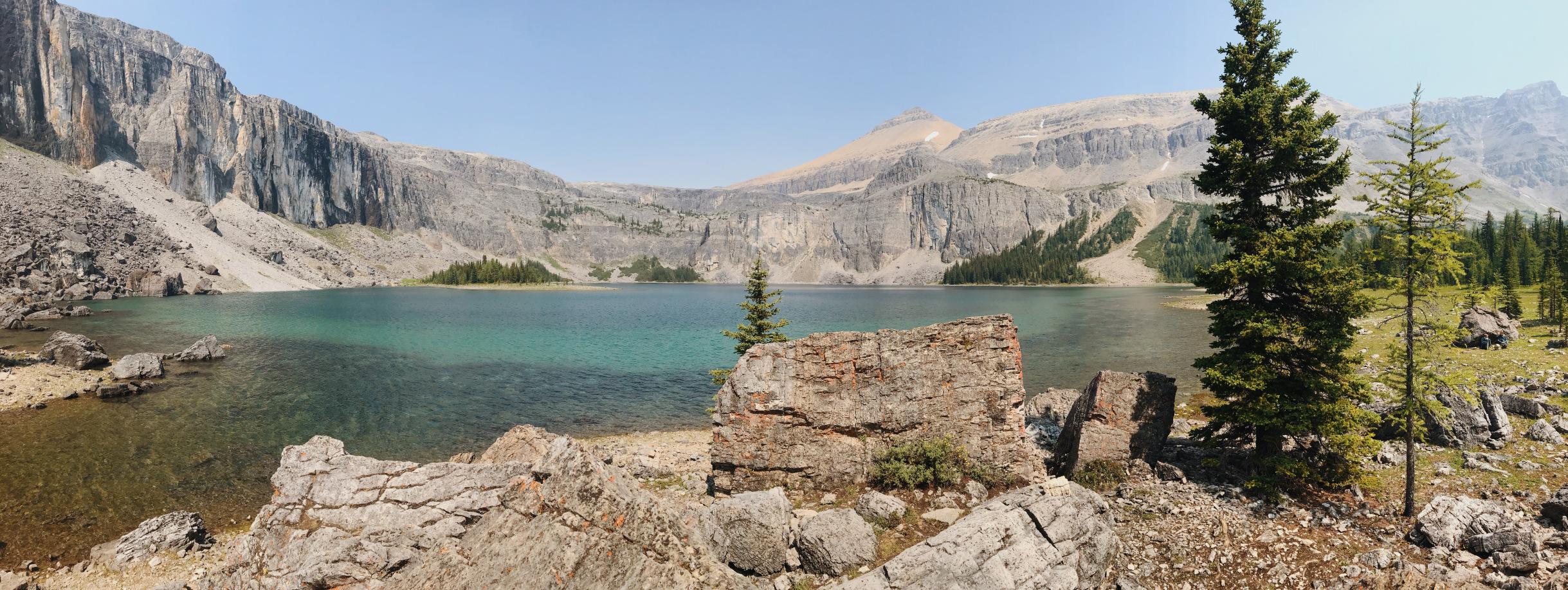 A panoramic view of Rockbound Lake
