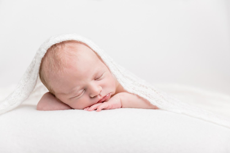 nyfødtfotografering_nyfødtfotograf_©Ann-sissel-holthe_Bildet får IKKE brukes av andre enn fotografen_fotograf_fatmonkey_bærumsverk__0095.jpg