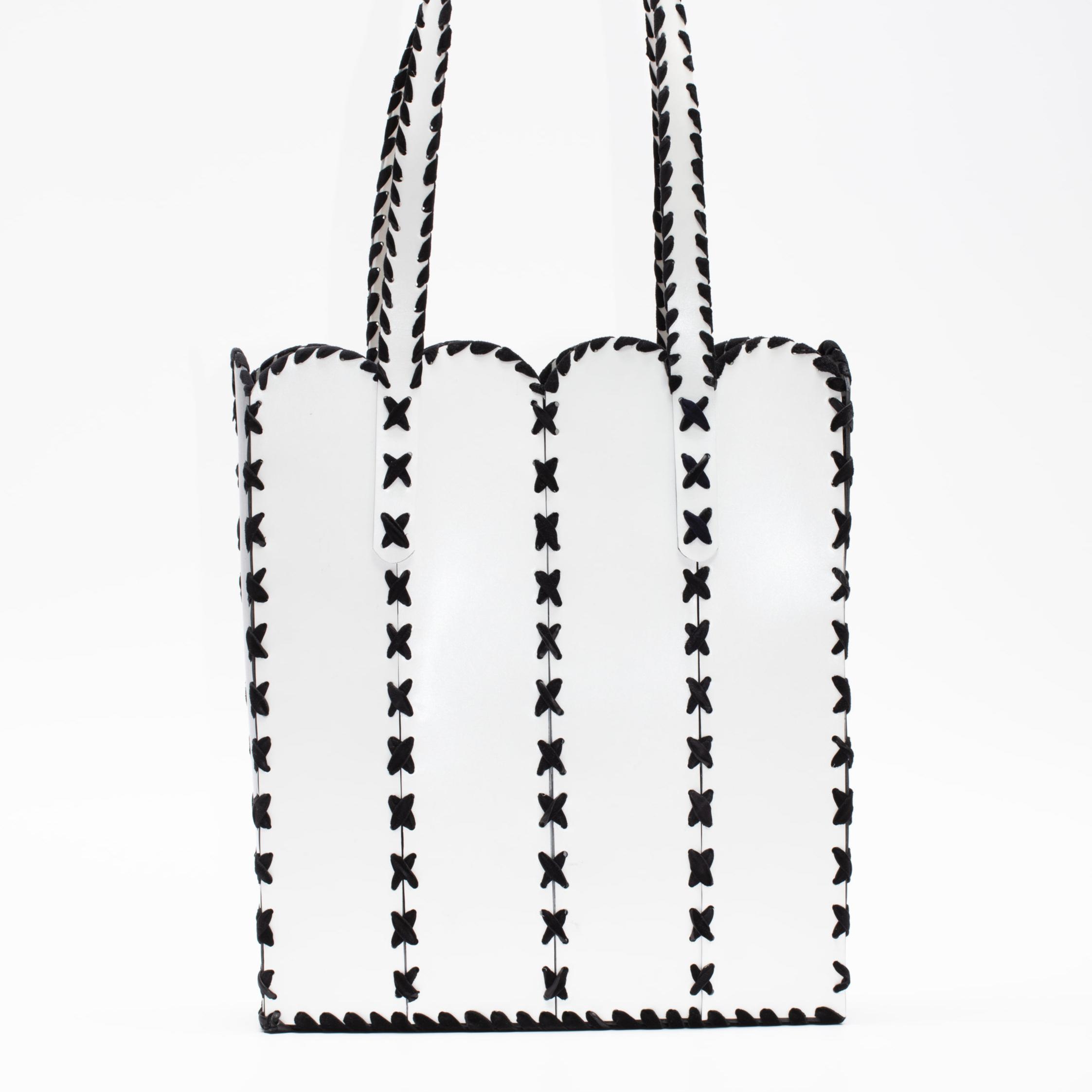 TITAN BUCKET BAG -