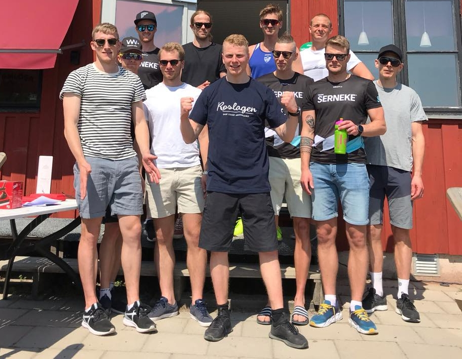 De elva bästa i herrklassen med segraren Anders Höst längst fram.