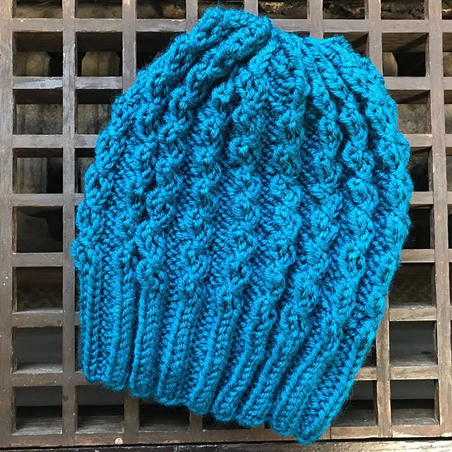This hat is knit in teal acrylic by @wyldkit.  Hat is available in exchange for a donation of $20 or more to @packyourbackmi, which helps kids in #Flint & beyond. Donation link: https://secure.givelively.org/donate/pack-your-back/knitters-for-flint  Email knittersforflint@Gmail.com to check availability.  #knittersforflint #knitthewave #knittersofinstagram