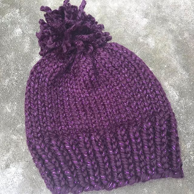 🚨 New hat!  Knit in wool blend by @wyldkit. 🧶  Available in exchange for a donation of $15 or more to @packyourbackmi which helps kids in #Flint.  Donation link: https://secure.givelively.org/donate/pack-your-back/knitters-for-flint  Reply to claim or email knittersforflint@gmail.com!  #KnittersForFlint #KnitTheWave #knittersofinstagram