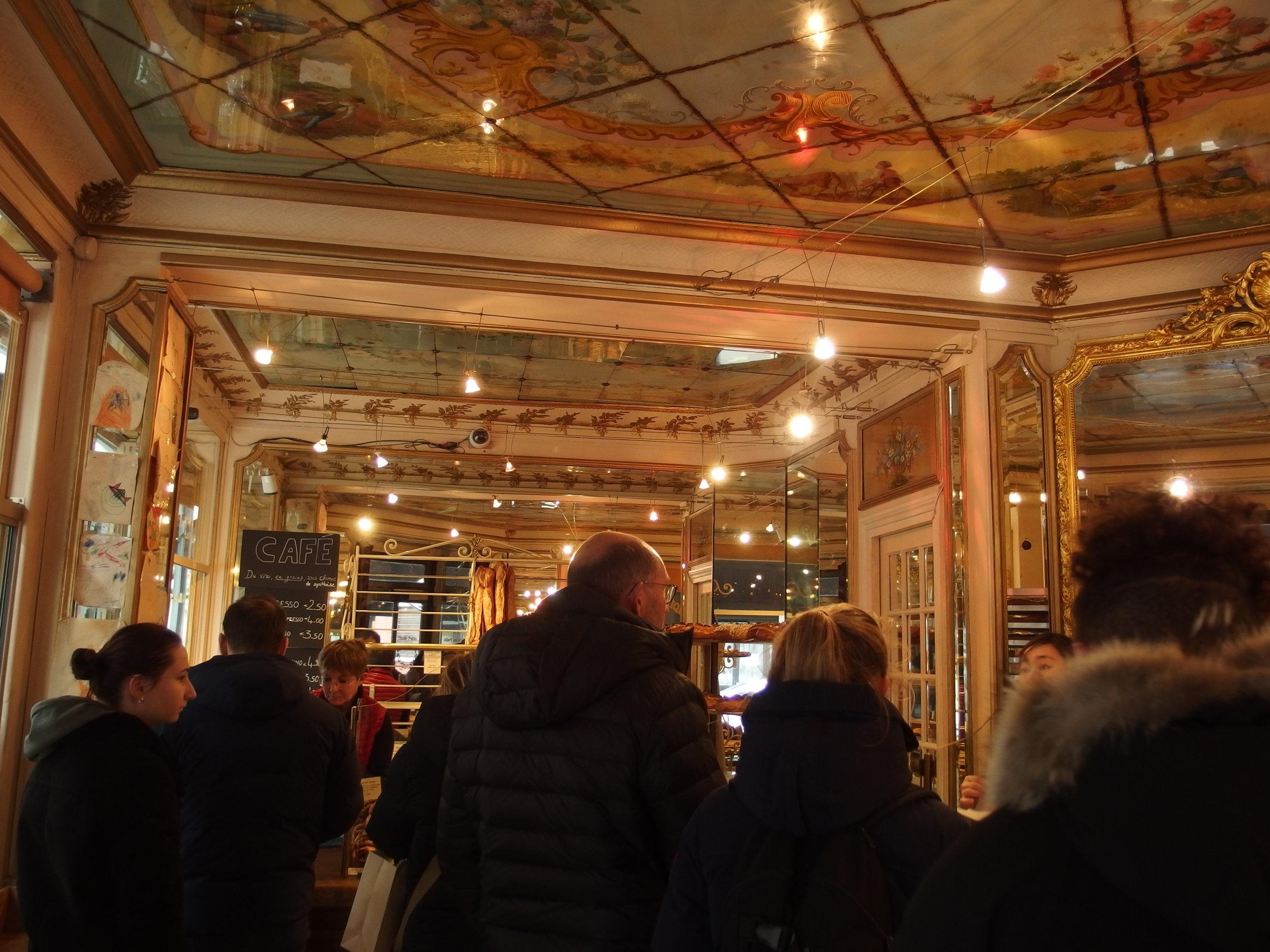 Du Pain et des Idees    いわゆるパリジェンヌの素敵な友人が、パリで一番だと太鼓判を押してくれたベーカリーなので、皆さんパリを訪れることがあれば。  美味しさはもちろんのこと、内装が凝っていて、テンションが上がるお店かと思います。