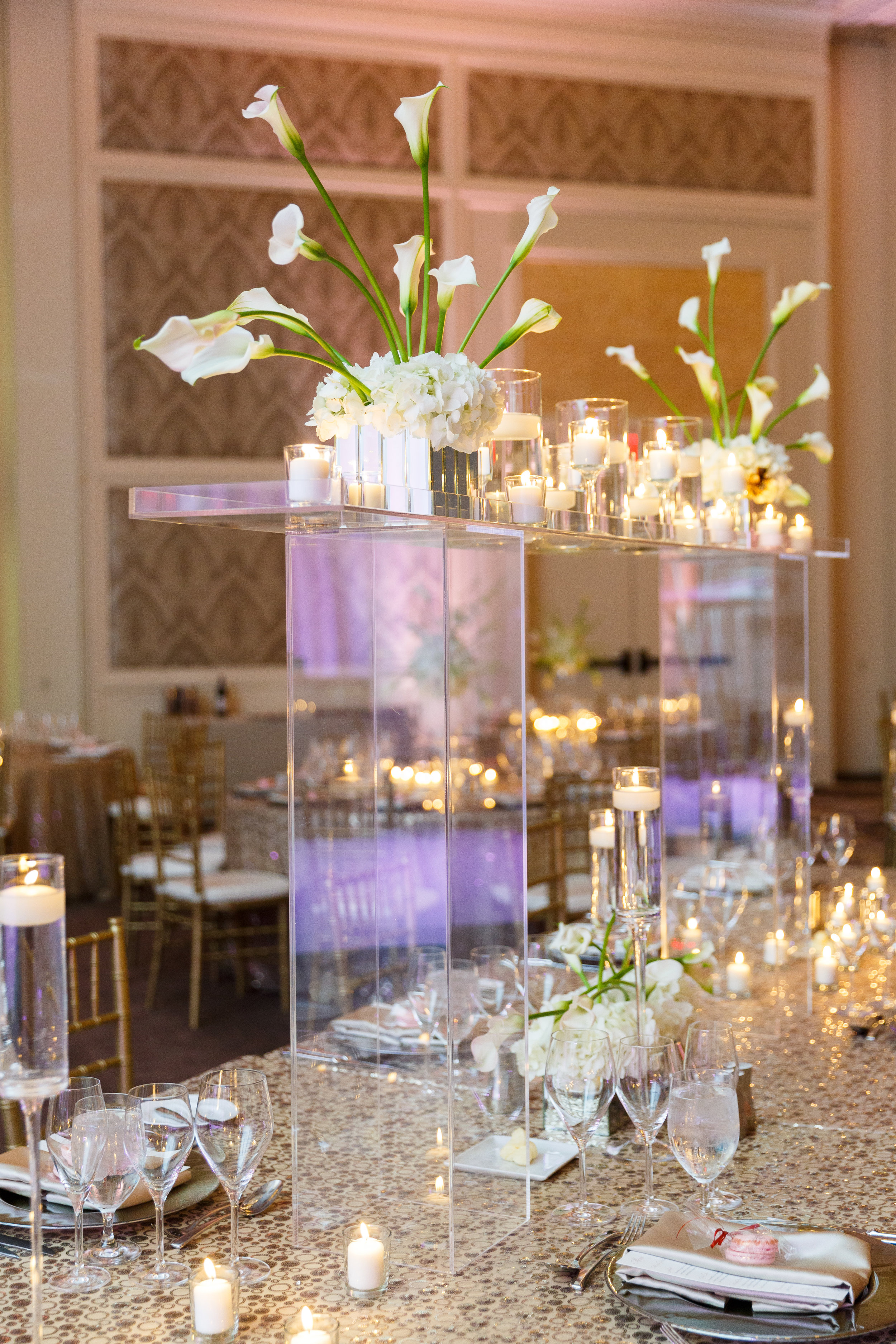 Floating White Centerpiece and gold sparkle linen