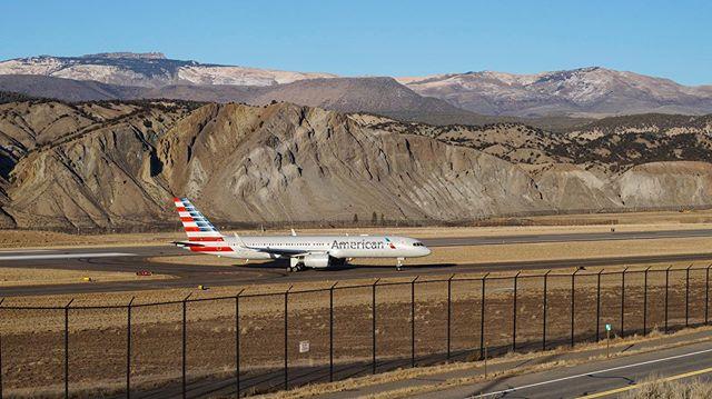 Eagle County views 🦅✈️🏔 - @americanair #americanairlines #boeing @boeing #757 #b757 #EGE