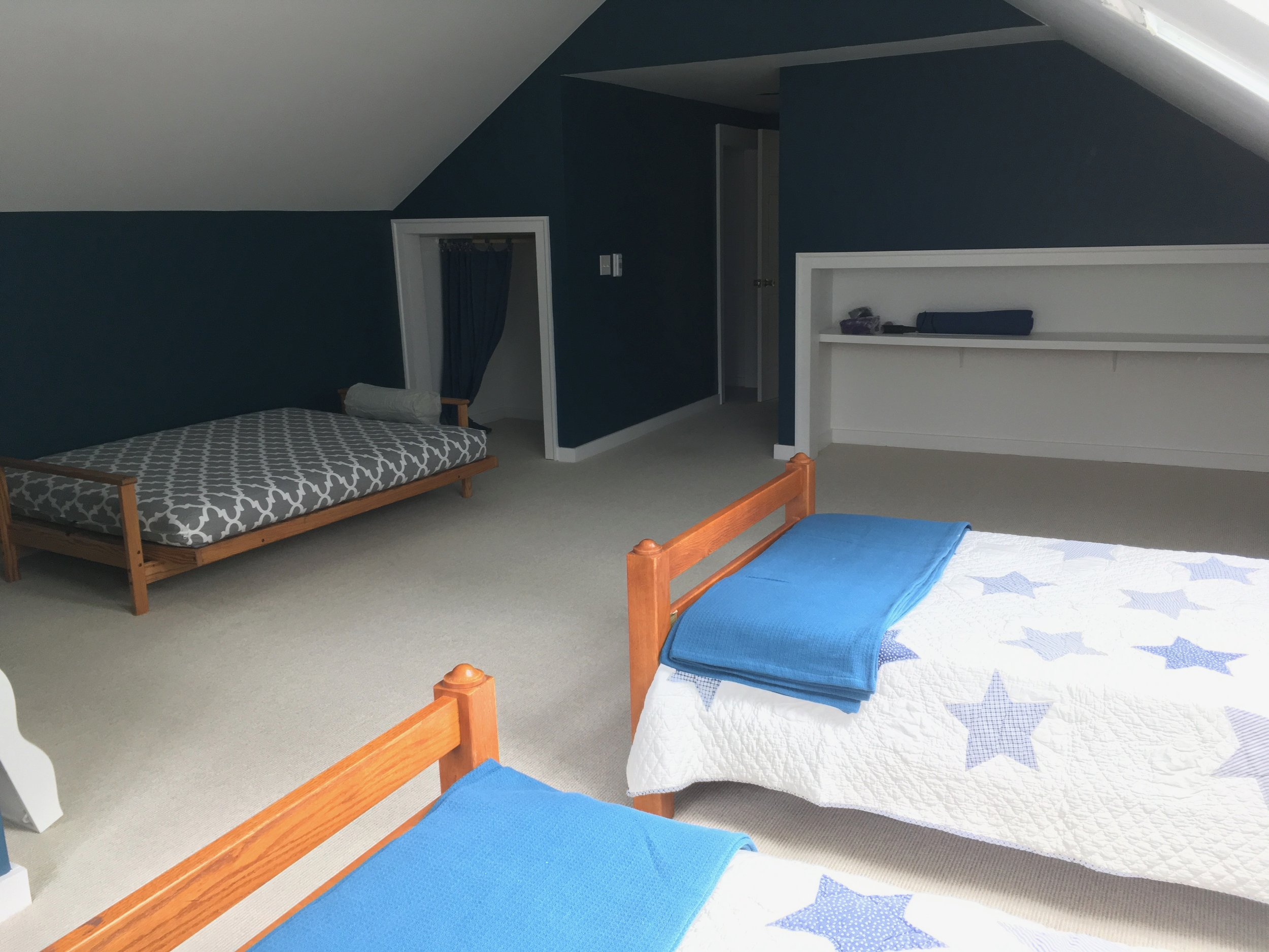blue room - great space for kids