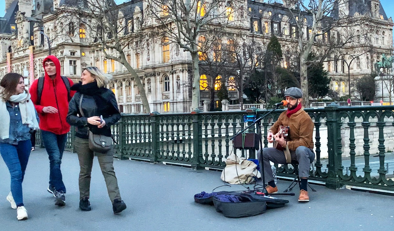 Soloist Street MUSICIAN ALONG THE PONT D'ARCOLE, PARIS