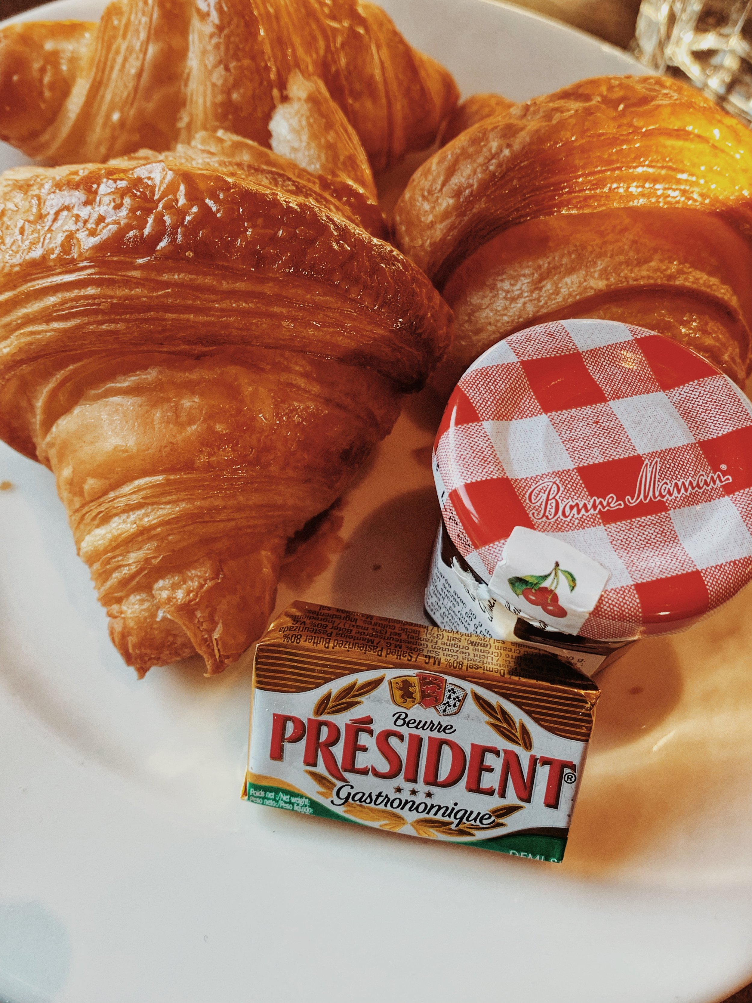 bEURRE, CONFITURE et croissant, Paris