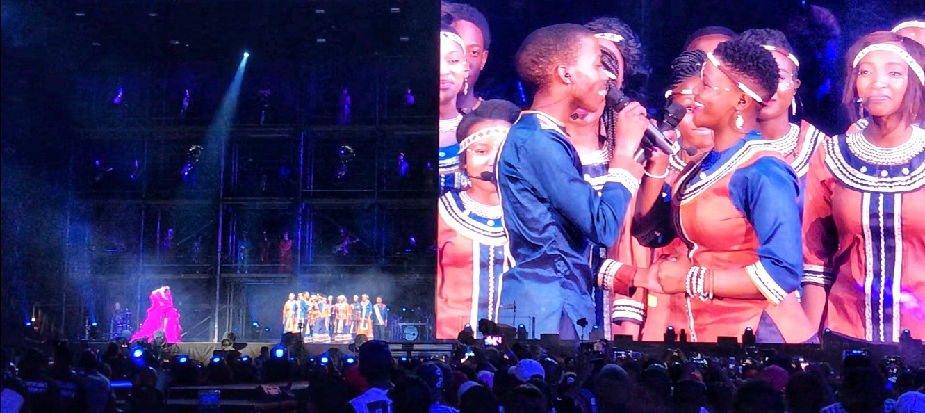 """The beautiful Mzansi Youth Choir performing """"HALO"""" with Beyoncé"""