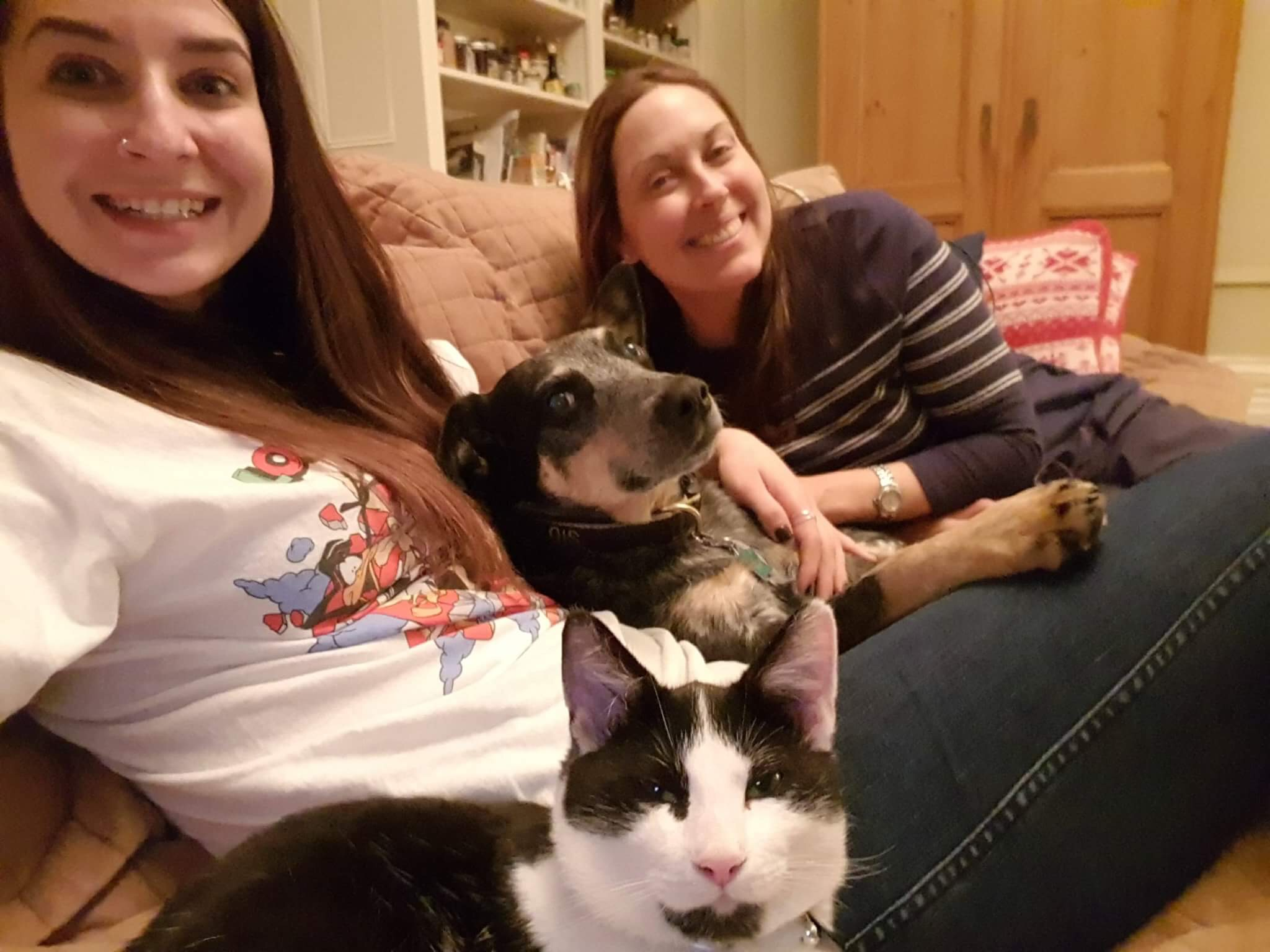 Cuddling on the couch with Mel (visiting from Australia) and Barb with Ollie & Sid