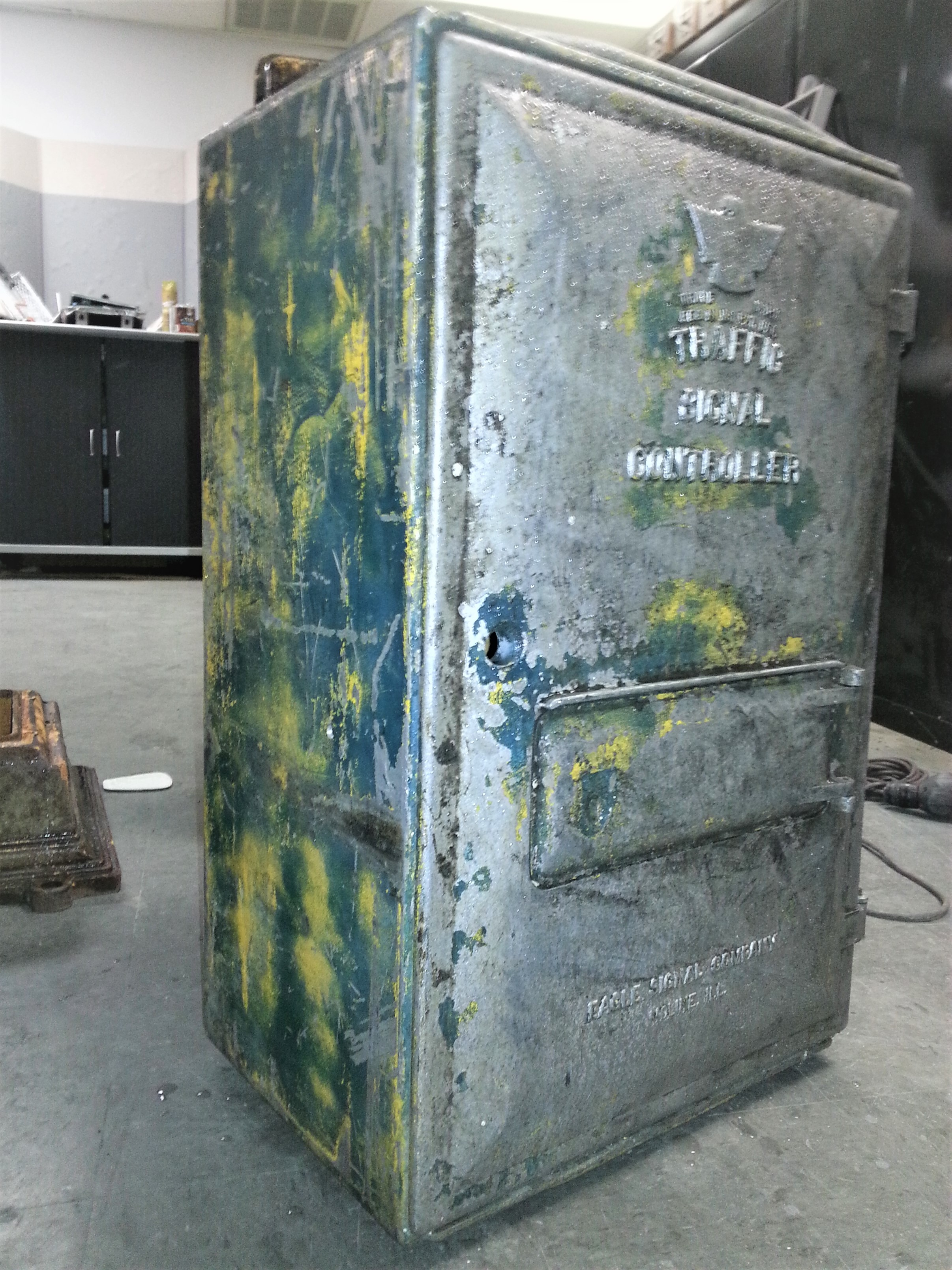 antique traffic signal box before.jpg