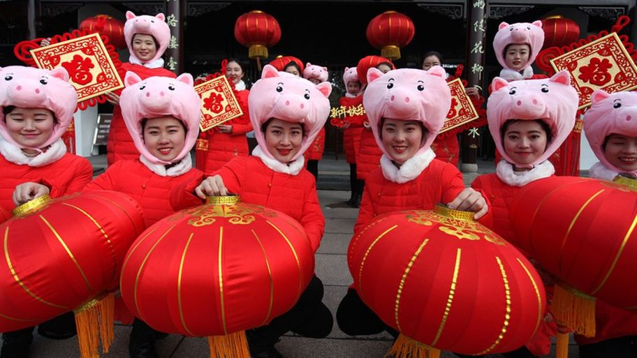 _105434072_pig-lanterns.jpg
